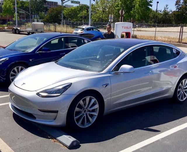 Tesla Model 3 maletero