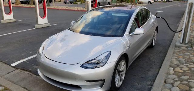 Recopilación De Avistamientos Y Rumores De La Semana Del Tesla Model 3. Puerto de carga, diferentes llantas, nuevos sensores…