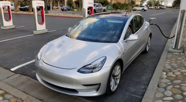El Tesla Model 3 no tendrá 400 kWh gratis al año en los Supercargadores