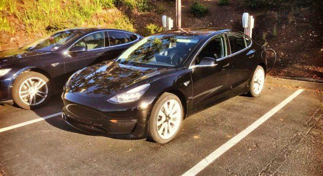 Nuevas fotos del Tesla Model 3 nos permiten ver más aspectos del interior y el exterior