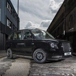 Se presenta el nuevo taxi de Londres. Un híbrido enchufable que ahorrará más de 100 euros a la semana a los taxistas