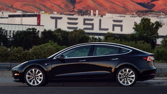 Tesla-model-3-primera-unidad