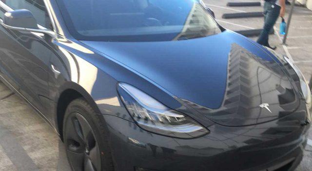 Primer vídeo analizando el Tesla Model 3. Exterior, interior, maletero…