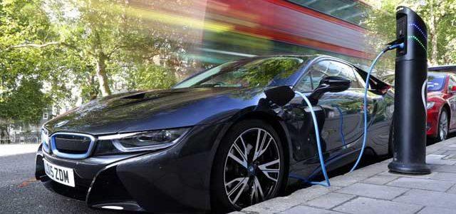 Londres duplicará su red de puntos de recarga para coches eléctricos en 2018