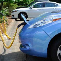 Los propietarios de coches eléctricos en el Reino Unido pueden conducir de forma gratuita al permitir que las empresas energéticas utilicen la batería de su vehículo