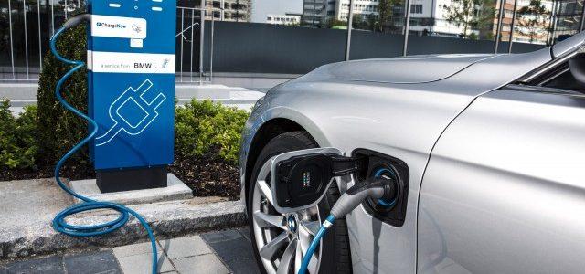 BMW ve como las ventas de híbridos enchufables en Holanda se desploman, y las de eléctricos se disparan