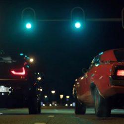 Primer spot del BMW i3S. Drag race de semáforo contra un Dodge Charger
