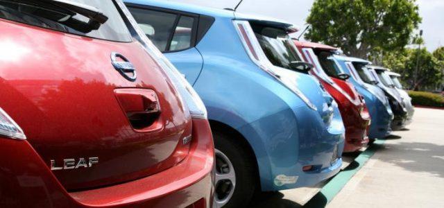 En California prácticamente regalan algunos coches eléctricos. 20.000 dólares de descuento en el Nissan LEAF o el BMW i3
