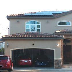 Después de comprarse un coche eléctrico, muchos usuarios están añadiendo paneles solares a sus viviendas