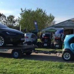 ¿Puede un Renault Twizy remolcar un Tesla Model X?