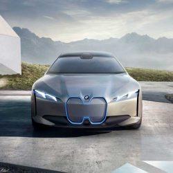 Las marcas de coches de lujo comienzan a diseñar estrategias centradas en el coche eléctrico ante el empuje de Tesla