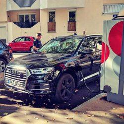 Avistadas dos unidades del Audi Q7 eléctrico recargando en Francia