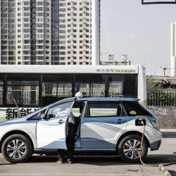 Las noticias más eléctricas de la semana. El Ministro Nadal pide ir más despacio, la producción del Tesla Model 3…