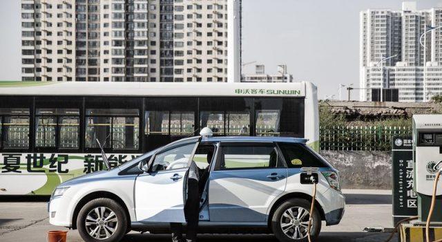 El apoyo público a los fabricantes de baterías de China les está aupando a lo más alto