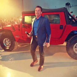 Kreisel entrega a Arnold Schwarzenegger su Hummer H1 eléctrico. 100 kWh y 360 kW  de potencia