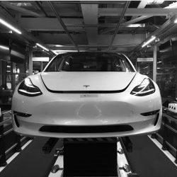 A pesar de sus numerosos proyectos, en 2018 Tesla se centrará en el Model 3 para sacar adelante la producción