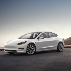 Tesla revela algunas novedades para el Model 3: pérdida definitiva de la alcántara, nuevos asientos traseros calefactados, interior blanco…