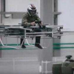 """Kalashnikov presenta una """"moto voladora"""""""