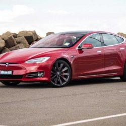El Tesla Model S es el coche de los sueños de los milenials y los hombres
