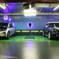 BMW y El Corte Inglés apoyan el coche eléctrico instalando puntos de recarga en varios centros comerciales de Madrid