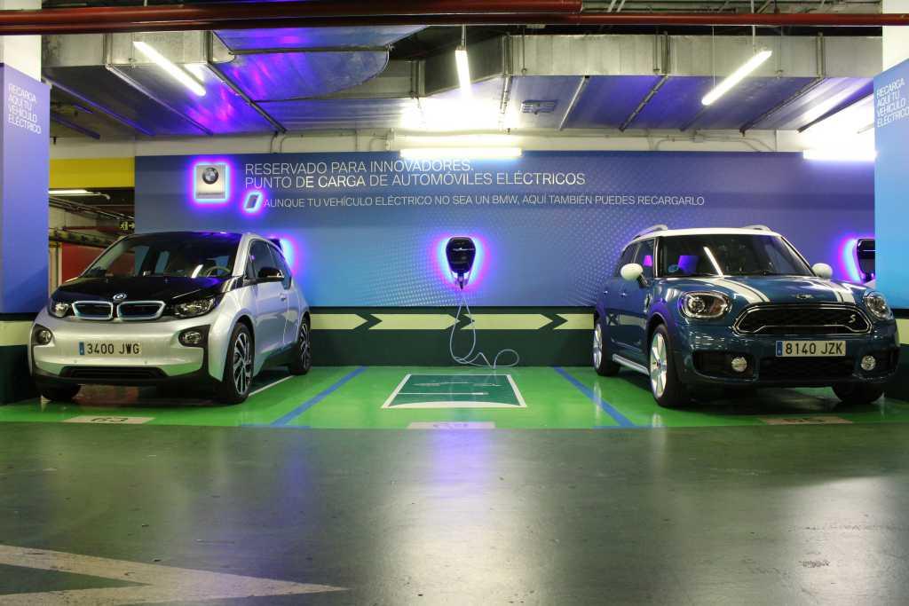 db803dbacf91 BMW y El Corte Inglés apoyan el coche eléctrico con puntos de recarga