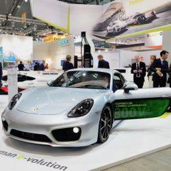 Porsche presenta en el EVS30 se Stuttgart un Cayman eléctrico dotado de sistema de 800V