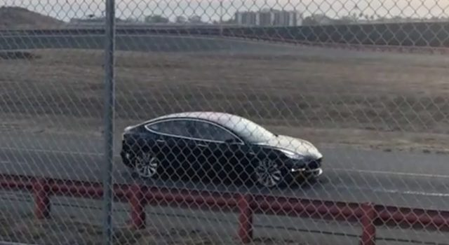 Primer Tesla Model 3 Dual Motors Performance avistado durante una pruebas