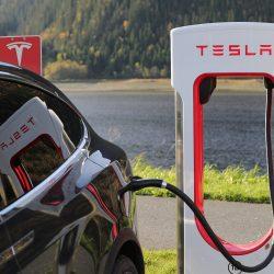 Tesla presenta los resultados del tercer trimestre. Pérdidas récord, y retraso de la escalada del Model 3