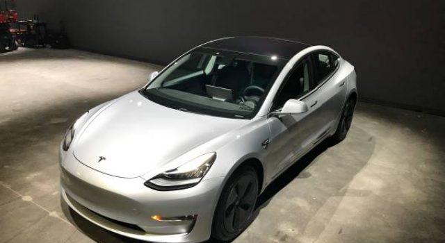 Ya puedes comprarte un Tesla Model 3 de segunda mano. Precio, 150.000 dólares: Actualizado