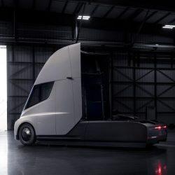 Tesla utilizará los primeros camiones Semi para conectar la Gigafactory con su planta en Freemont
