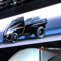 Casi de rebote, Tesla también nos ha mostrado el aspecto de su camioneta eléctrica