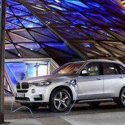 El próximo año BMW actualizará el 745e y el X5 xDrive45e con más batería y más autonomía eléctrica
