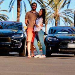 A esta pareja sus dos Tesla le salen gratis gracias a Turo, la empresa que permite alquilar coches entre particulares