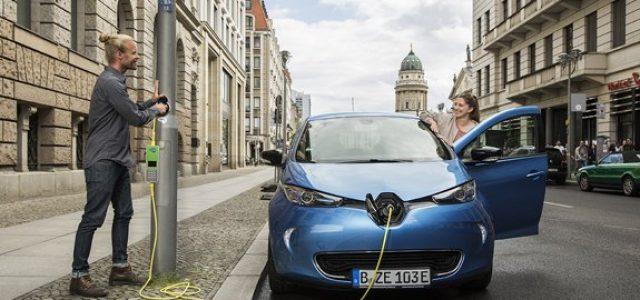 Londres continúa con la instalación de puntos de recarga para coches eléctricos en las farolas