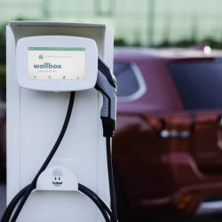 Las ventas de coches eléctricos en España se duplicarán en 2017, mientras que las diésel caerán un 8%