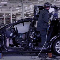 Daimler (Mercedes-Benz) alquila un Tesla Model X y lo desmonta para conocer sus sistemas