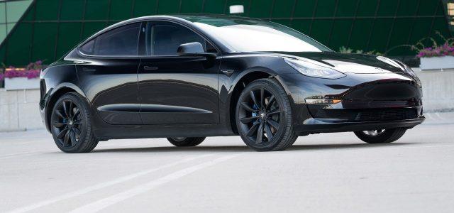 Las noticias más eléctricas de la semana: Un grupo de ingenieros alemanes desmantelan un Model 3, el problema de la venta de coches eléctricos en España