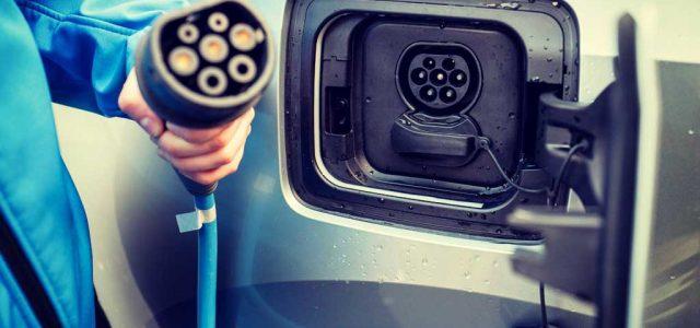 Los puntos de recarga de coches eléctricos pueden suponer un riesgo para nuestros datos personales. Kaspersky advierte de los peligros