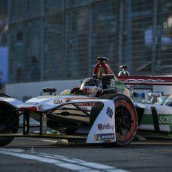 Formula E 2017-2018: Mortara se queda a dos vueltas de hacer historia en Hong-Kong. Gana Abt pero es descalificado.