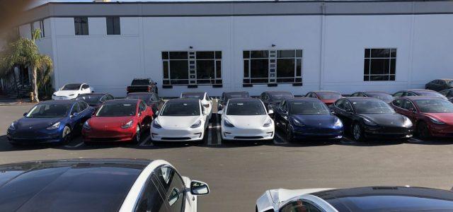 Tesla sigue acumulando stock del Model 3 antes de la inauguración de su centro de distribución en Los Ángeles
