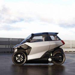 PSA (Peugeot-Citroën) presenta un triciclo híbrido enchufable para ciudad