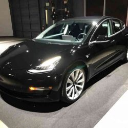 Tesla mejora la criticada calidad de la cámara de marcha atrás del Model 3 mediante una actualización OTA