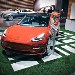 El Tesla Model 3 se presenta en el Salón del Automóvil de Los Ángeles