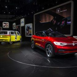 Los fabricantes americanos apuestan por la gasolina, mientras que los europeos abrazan al coche eléctrico