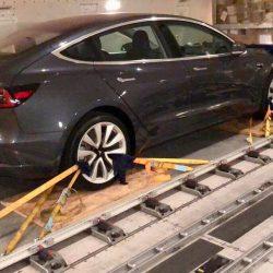Dos Tesla Model 3 avistados en un transporte con dirección a Alemania