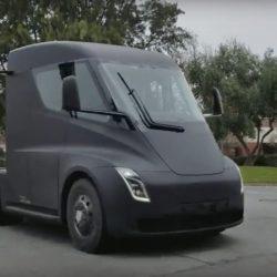 El camión Tesla pillado de pruebas en carretera abierta (Vídeo)