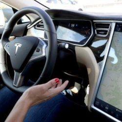 Elon Musk confirma una nueva actualización para el Autopilot 2.0