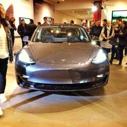 Una empresa compra varios Tesla Model 3 para hacer ingeniería inversa y vender sus secretos