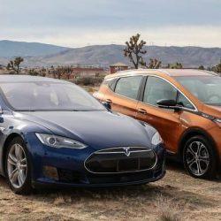 Debate: ¿comprar un Tesla Model S de segunda mano o un Opel Ampera-e (Chevrolet Bolt) nuevo?
