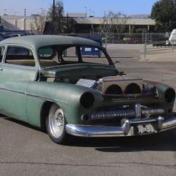 Este viejo Mercury Coupe abandonado es rescatado y convertido en un flamante eléctrico